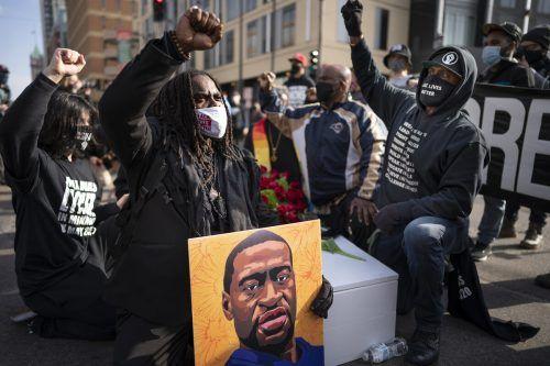 Vor fast einem Jahr starb der Afroamerikaner bei einem brutalen Polizeieinsatz. Sein Tod löste weltweit Entsetzen aus. AP