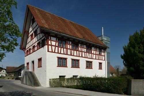 Wunderschönes Fachwerkhaus aus dem 19. Jahrhundert: das Gaißauer Pfarrgemeindehaus.Böhringer Freidrich