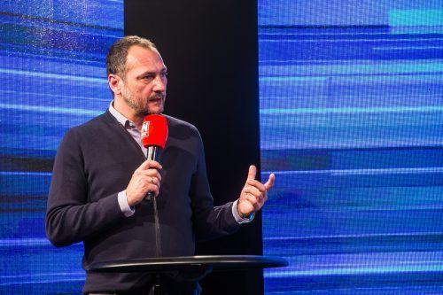 """Zum Frühjahrsstart hatte Christian Möckel in der Live-Sportsendung """"Mixed Zone"""" seine Transferpolitik noch verteidigt.Steurer"""