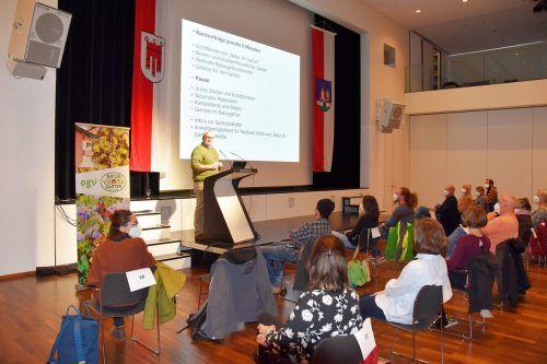 30 Gäste interessierten sich für die Referate über Naturgärten.Marktgemeinde