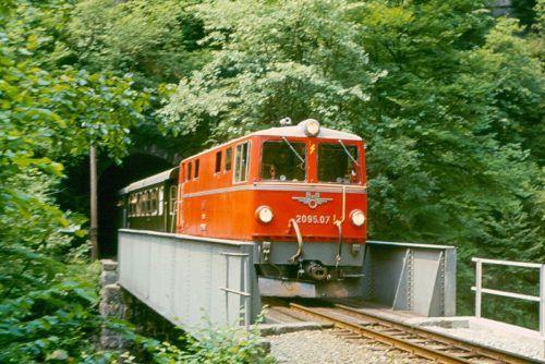 Am 4. Juli 1973 fuhr ein Planzug über die Rotachbrücke. Vor Kurzem wurde die Brücke saniert und ein Zaun davor installiert.www.bregenzerwaldbahn-frueher-heute.at, VN/ger