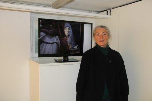 Annette Philp besticht durch einen Videozugang zur Affinität moderner Kunst zu alten Meistern, während Philipp Schönborn die Besucher in ein Farbenmeer eintauchen lässt.STR