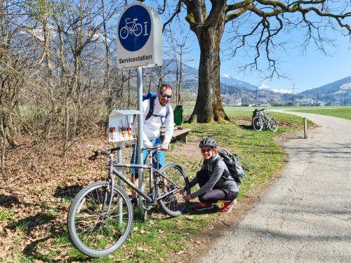 Auf dem Walgau-Radweg wurden letztes Jahr drei Servicestationen für Fahrräder errichtet. Eine befindet sich in Ludesch, die zweite in Thüringen und die dritte, wie hier auf dem Bild zu sehen, zwischen Bludesch-Gais und Bludesch. VN/JUN