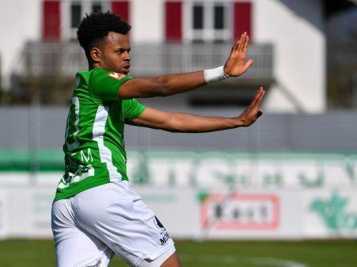 Austrias Brasilianer Wallace wollte den Siegtreffer gegen Rapids Amateure alleine feiern. gepa