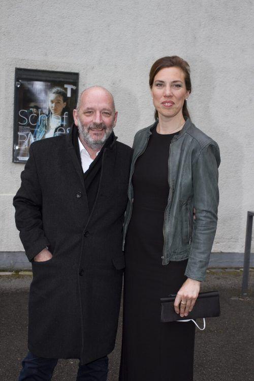 Autor Robert Schneider und Gattin Christina kamen zur Premiere.
