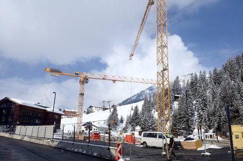 Bau für das neue Gemeindezentrum läuft ungeachtet laufender Debatten seit geraumer Zeit auf Hochtouren. Gemeinde