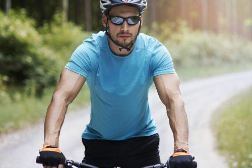 Beim Radfahren ist es sehr wichtig, gut zu sehen. Adobe