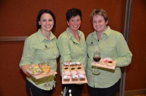 Catrin Zimmermann, Ruth Burtscher und Obfrau Saskia Dünser (v.l.) freuen sich über die gestiegene Nachfrage an regionalen Produkten im Tal.VN-Archiv/DOB
