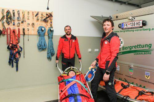 Bergretter Rene Wetzlinser (l.) und Bernhard Bickel (r.) sind bei einem Einsatz immer voll ausgestattet. VN/Jun