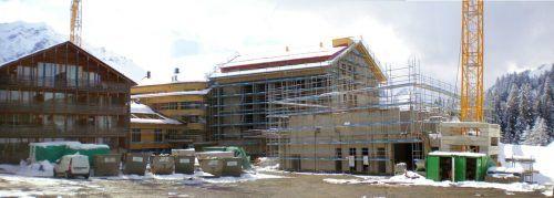 Bergseitig des großen Neubaukomplexes wurde in Schröcken-Nesslegg mit dem Bau eines weiteren Gebäudetrakts begonnen.