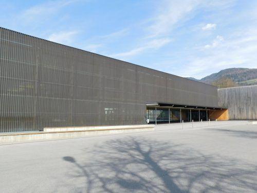 Bei der Mittelschule Klaus-Weiler-Fraxern wird über die Sommermonate gearbeitet. Bis zum Beginn des neuen Schuljahres sollen die Reparaturen abgeschlossen sein.Mäser
