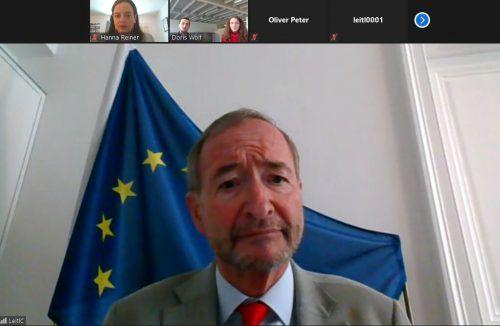 Christoph Leitl beantworte die Fragen von Alina Meier und Johannes Bucher.