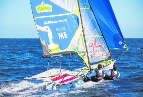 Das 49er-Duo Benjamin Bildstein/David Hussl wird bei der Umweltschutzkampagne und auf dem Weg zu den Olympischen Spielen von Alpla-Recycling unterstützt. OeSV