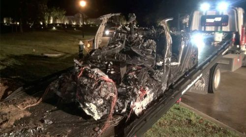 Das Auto brannte bei dem Unfall komplett aus. Reuters