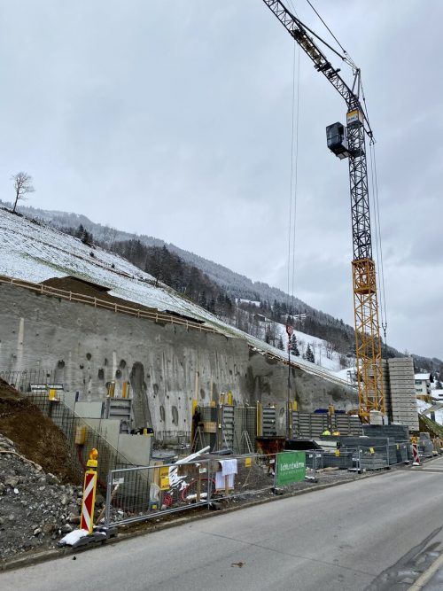 Das Baufeld ist bereit. Die ersten Wände wurden bereits errichtet.VN/JS