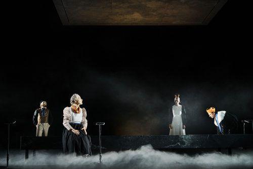 """Das Drama """"Sprich nur ein Wort"""" von Maximilian Lang wird vom Vorarlberger Landestheater in der Regie von Berenice Hebenstreit uraufgeführt. LT/Köhler"""