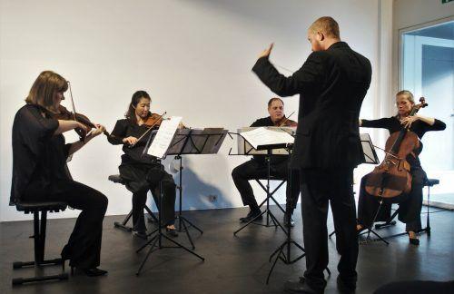 Das Ensemble plus hat unter der Leitung vonThomas Gertner Werke von Johannes Wohlgenannt Zincke und Gerda Poppa uraufgeführt. JU