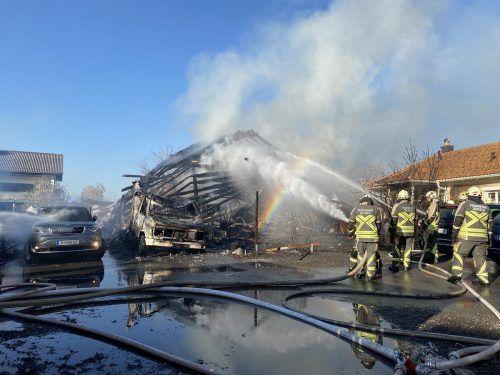 Bei dem verheerenden Hausbrand in Gaißau am vergangenen Freitag verlor eine 61-jährige Frau ihr Leben. VOL.AT/MAYER