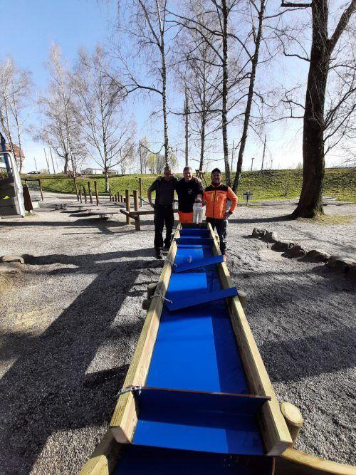 Das neue Wasserspiel beim Spielplatz Wiesenrain lädt zum Plantschen ein.Gemeinde