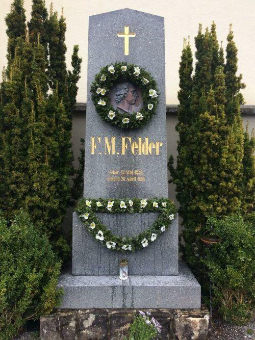 Das Stück basiert auf dem F.M.Felder-Denkmalstreit in Schoppernau.mam