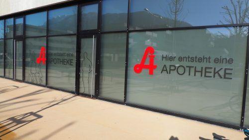 Dass im Tostner Ortszentrum eine Apotheke entsteht, ist hinreichend bekannt. Unbekannt hingegen war der Zeitpunkt der Eröffnung. Der ist nun für Herbst anvisiert.