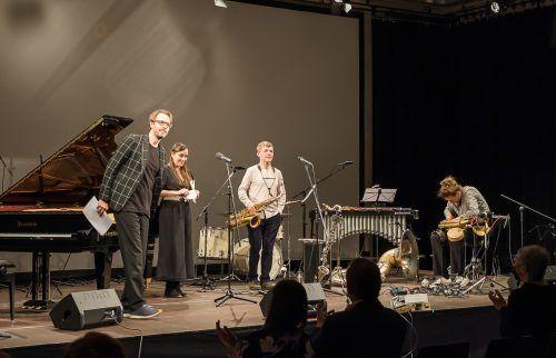 David Helbock, Johannes Bär, Andreas Broger und die Rapperin, Slam-Poetin und Autorin Yasmin Hafedh boten eine mitreißende Performance. Erhard Sprenger