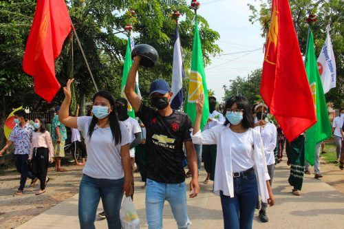 Demonstranten protestieren gegen den Militärputsch. AFP Photo/Dawei Watch