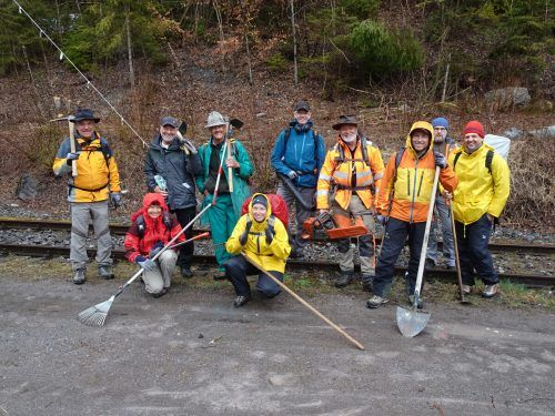 Der Alpenverein Montafon half bei der Sanierung des Wanderweges, der auf den Davennakopf führt, mit. Mit Kettensägen wurde der Weg freigeschnitten und neu markiert.Alpenverein MOntafon