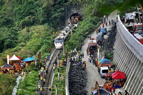 Der Express-Zug soll mit einem Baustellen-Lkw zusammengestoßen sein.AFP