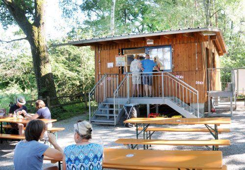 Der Strombedarf beim beliebten Kiosk im Rheinholz in Gaißau wird künftig vorwiegend durch Solarenergie gedeckt. ajk