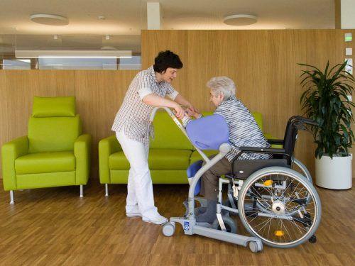 Der Wettbewerb um Fachpersonal wird vor allem in der Pflege immer härter. Deshalb gilt es, neue Rekrutierungsschienen aufzugleisen.heinrich spöttl