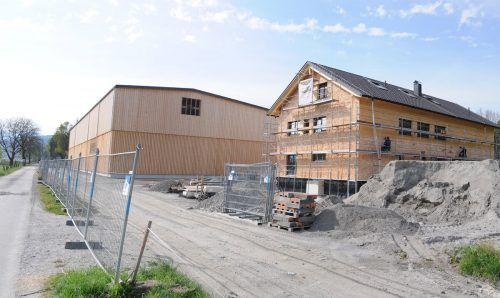 Die Bauarbeiten am Aussiedlerhof der Familie Fink an der Nollenstraße macht inzwischen ebenfalls große Fortschritte.