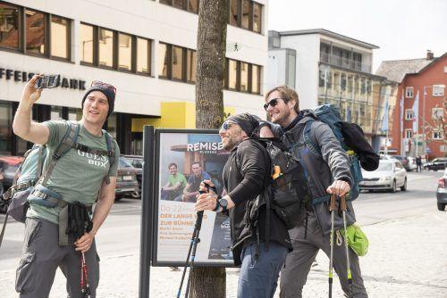 Die drei Musketiere Martin Kosch, Paul Sommersguter, und Michael Großschädl sowie Lastenradfahrer Andi Peichl sind nach drei Wochen und 550 Kilometern am Mittwoch in Bludenz angekommen und hatten am Donnerstag in der Remise ihren Auftritt. VN/JUN
