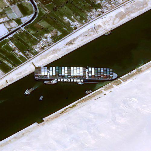 """Die """"Ever Given"""" blockierte tagelang den Suezkanal. reuters"""