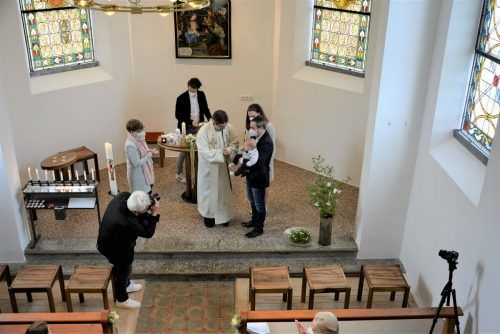 Die generalsanierte Kapelle bietet einen schönen Rahmen für die Feierlichkeit.eh (2)