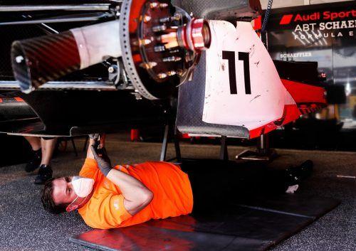Die Mechaniker vom Audi-Formel E-Team hatten in Rom viel zu schrauben.audi