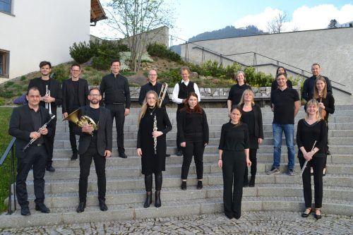 Die Musikschullehrer um Direktor Christoph Ellensohn (vorne, 2.v.l) sorgten für ein abwechslungsreiches Konzert in der Propstei.BI
