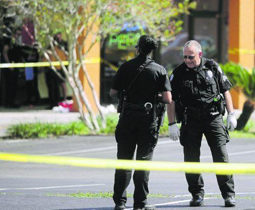 Die Polizeit fand am Tatort mehr als 60 Kugeln vor. AP