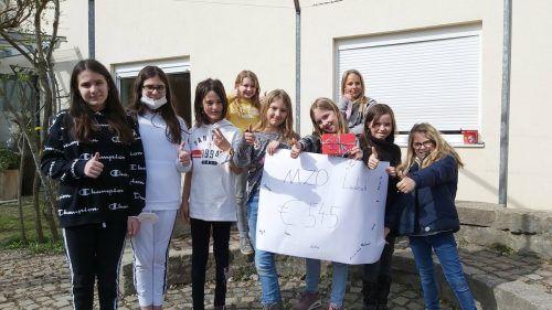 Die Schülerinnen des Montessorizentrum Oberland verkauften ihre Basteleien für den guten Zweck und sammelten so 545 Euro für Menschen in Syrien. Caritas
