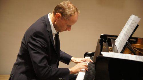 Die Studierenden und Kollegen am Landeskonservatorium hat Anselm Hartmann in seiner Zeit als Direktor mit Klavierklängen empfangen. Ju