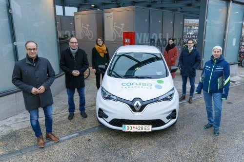 Die Verantwortlichen freuen sich über das neue Mobilitätsangebot am Bahnhof Hohenems.VLK