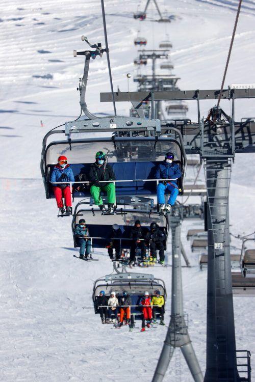 Die Winterdestinationen in der Schweiz mussten finanzielle Einbußen hinnehmen, andere Alpen-Destination traf es allerdings viel stärker.reuters