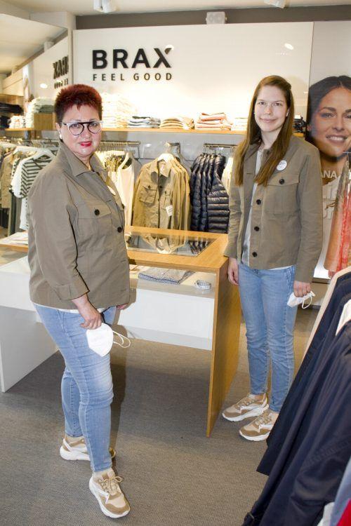 Doris Rojs (l.) und Nina Fehringer standen den Kunden zur Seite.