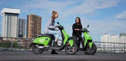 E-Mopeds dürfen nur mit Helm benutzt werden, zwei befinden sich bei den Mopeds. GSW
