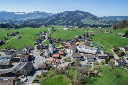 Ein Familienfest in Lingenau gilt als Auslöser für den aktuellen Cluster, der in zwischenzeitlich 13 Familien ausgestreut hat.VN/KH