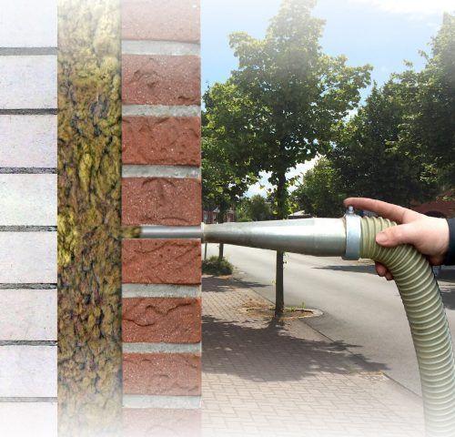Einblasdämmstoffe lassen sich schnell in Hohlräume einblasen.epr/Ecofibre.de