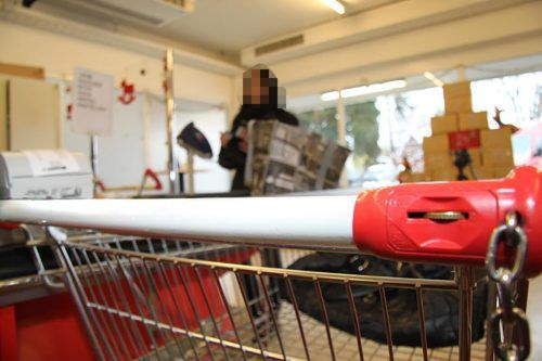 Einen frechen Coup leistete sich ein Langfinger mit gleich zwei Einkaufswagen in einem Supermarkt. SYMBOL/VN