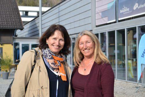 Elke Kager (l.) und Elisabeth Meyer genossen das Kabarett-Programm.