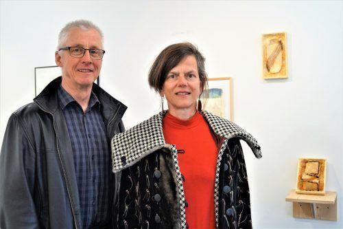 Erhard Witzel (Galerie QuadrART Dornbirn) und Künstlerin Uta Belina Waeger.
