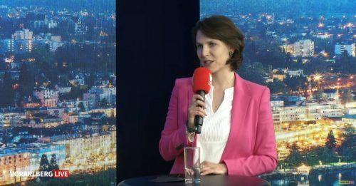 """Europaministerin Karoline Edtstadler streute im """"Vorarlberg live""""-Studio Hoffnung auf Reisefreiheit und Normalität."""